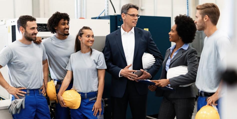 Formación sobre el uso de EPIs y uniforme de trabajo. La seguridad de los trabajadores es más importante que nunca