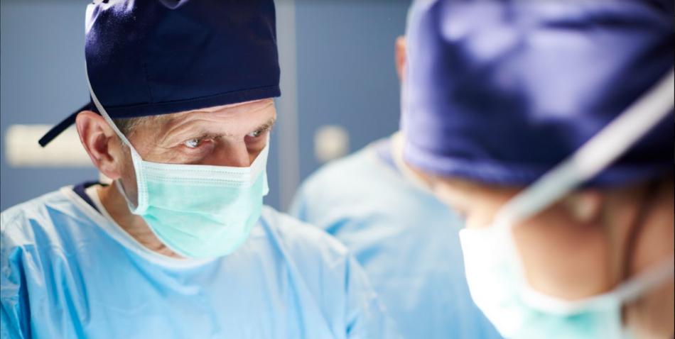 ¿Por qué personalizar los uniformes de tu clínica? Seguridad y marca
