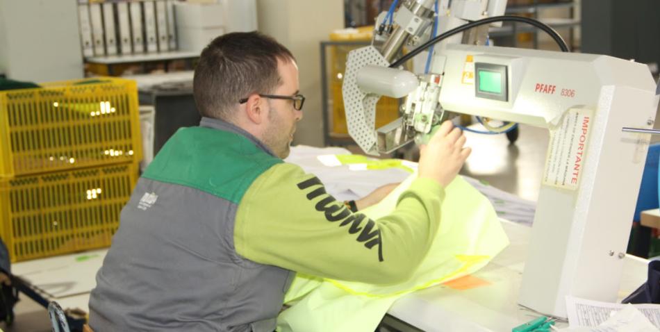 Uniformes de trabajo Motiva CEE. Descubre algunos de los muchos sectores para los que fabricamos uniformes de trabajo personalizados